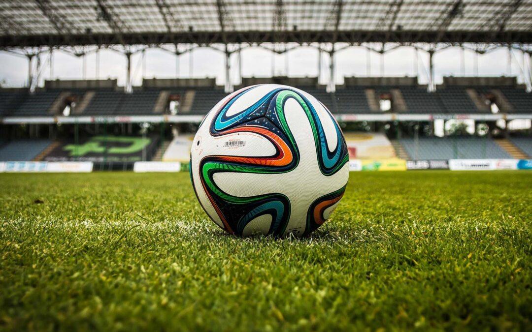 Status zawodnika piłki nożnej oraz formy kontraktu